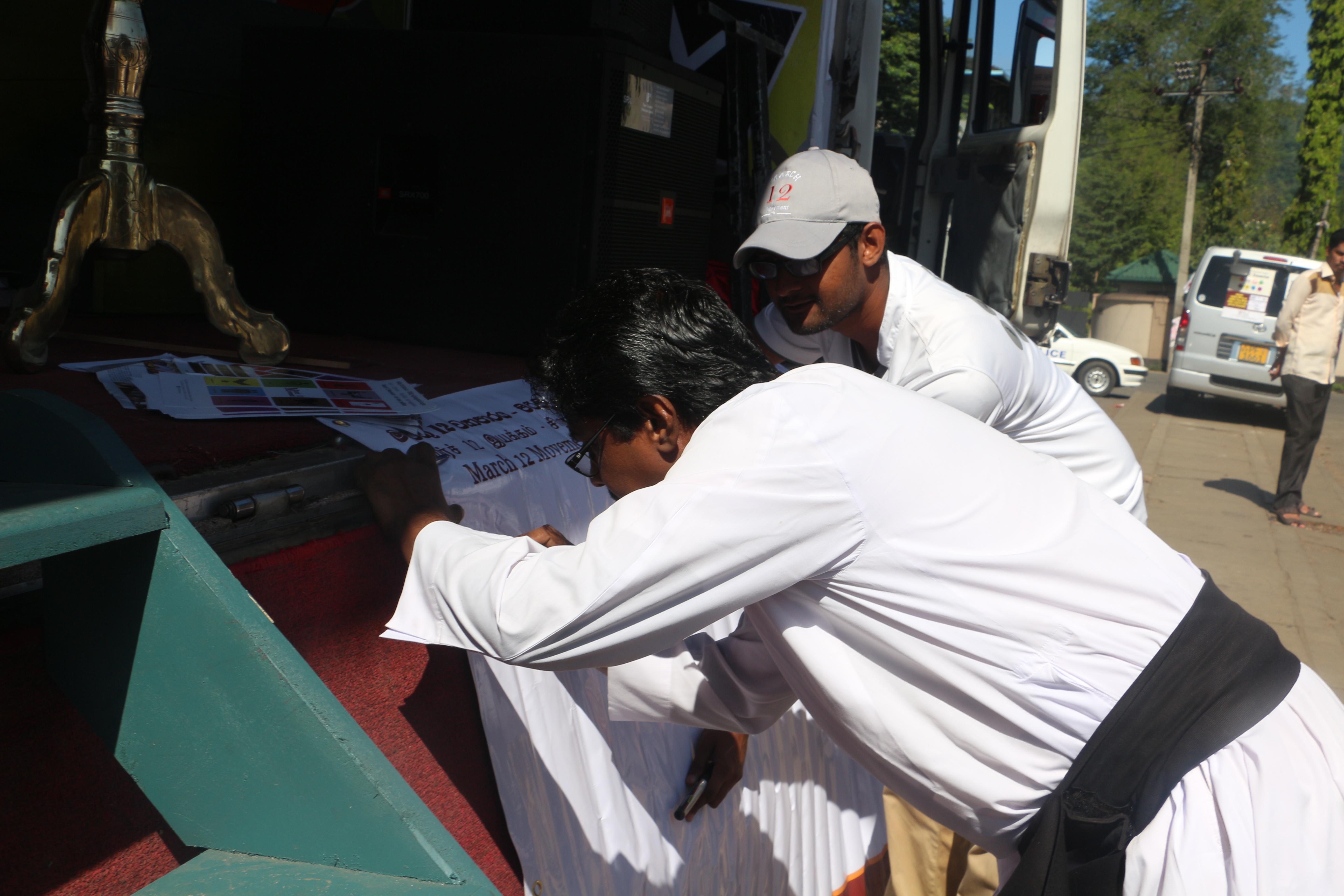 Signature campaign in Badulla_1